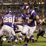 Vikings lean on  Peterson in 21-14 win