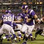 Vikings lean on  Peterson in 21-14 win