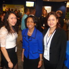Wright with student hosts Jenny Chavez (l) and Jacqueline Zelaya (r)