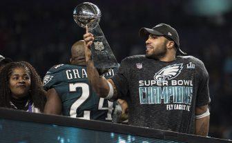Eagles dog Patriots 41-33! (photos)
